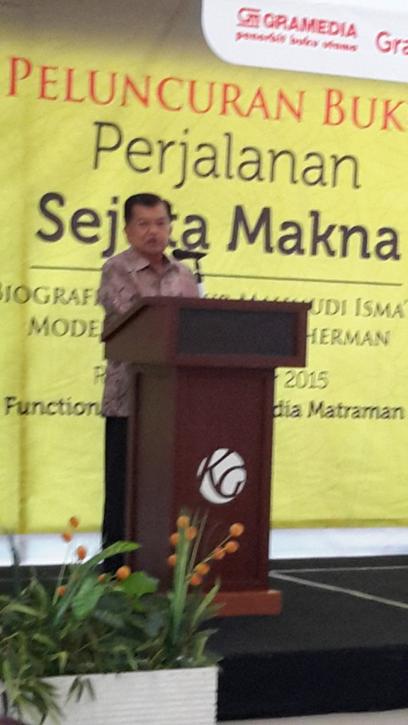 Wakil Presiden HM Jusuf Kalla ikut hadir beri sambutan di acara peluncuran buku pak Nur Mahmudi Isma'il (foto: Sitti Rabiah)