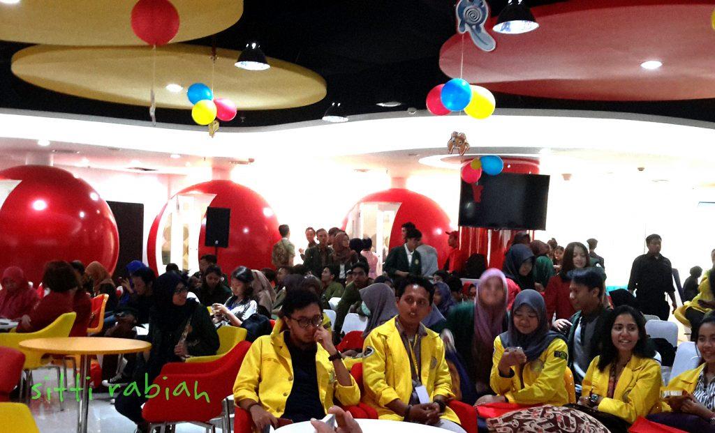 Mahasiswa sejumlah perguruan tinggi ikut hadir belajar berinvestasi di bursa saham (foto : Sitti Rabiah)
