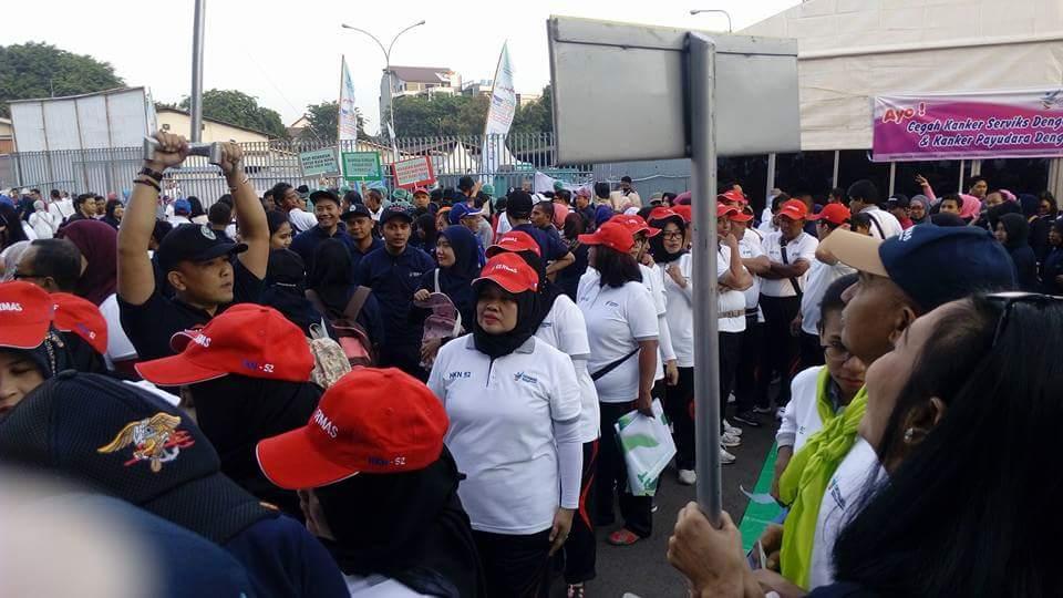 Peserta Gerak Jalan Sehat (foto : Nur Terbit)