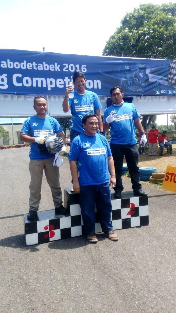 LOMBA GOKART yang berhasil meraih juara. Dari #KelasBlogger di posisi juara 2 (Kang Arul) dan 3 (Syaifuddin Sayuti). Hebatkan? (Foto Sitti Rabiah)