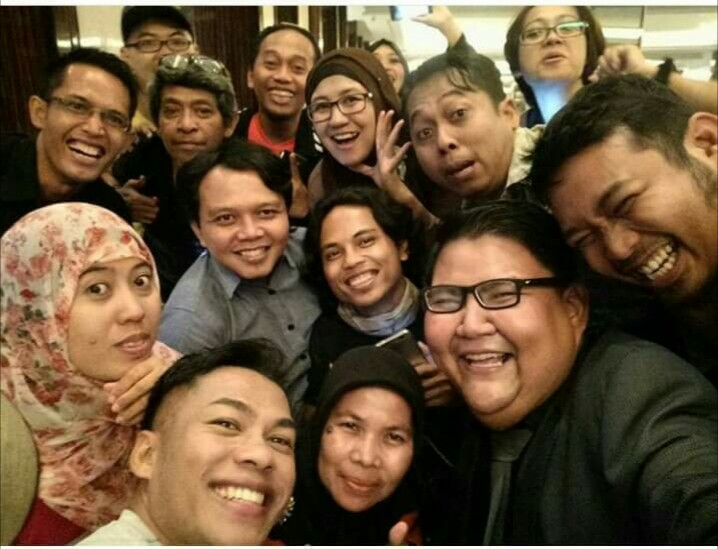 Selfie komunitas blogger usai peluncuran Oppo seri F1s Black (foto Aryo Meidianto)