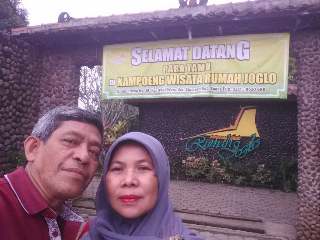 Pasangan halal tak mau ketinggalan di acara Blogger Day (foto dok Nur Terbit)
