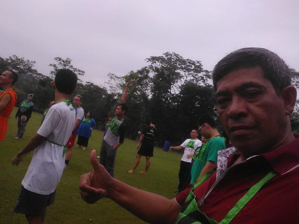 Bang Nur masih sempat selfie sebelum olah raga pagi (foto Sitti Rabiah)