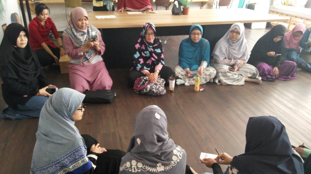 Acara perkenalan peserta (foto Bunda Sitti Rabiah)