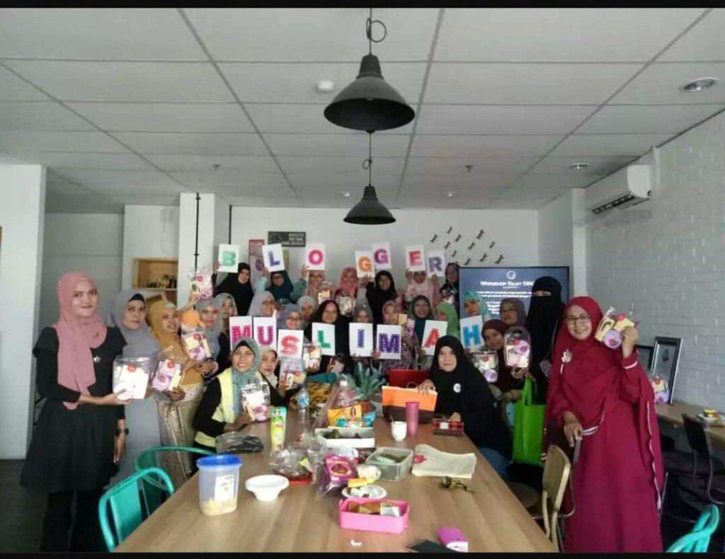 Narsis bersama peserta Blogger Muslimah Meet Up (foto dok Blogger Muslimah)