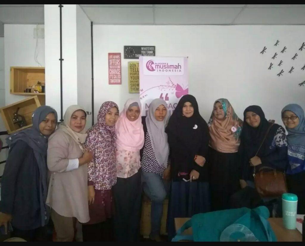 Narsis dulu bareng founder Blogger Muslimah, Bunda Novi (foto dok Blogger Muslimah)