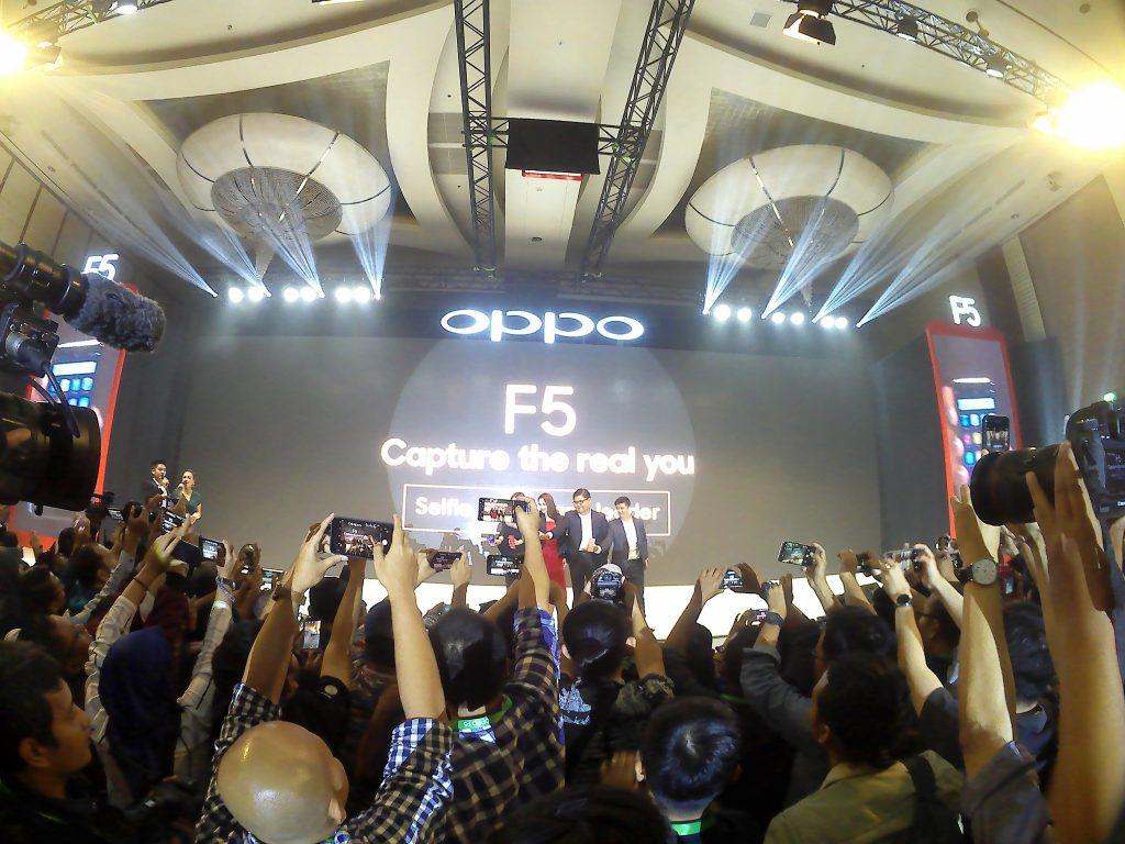 Suasana acara launching OPPO F5 (foto Nur Terbit)