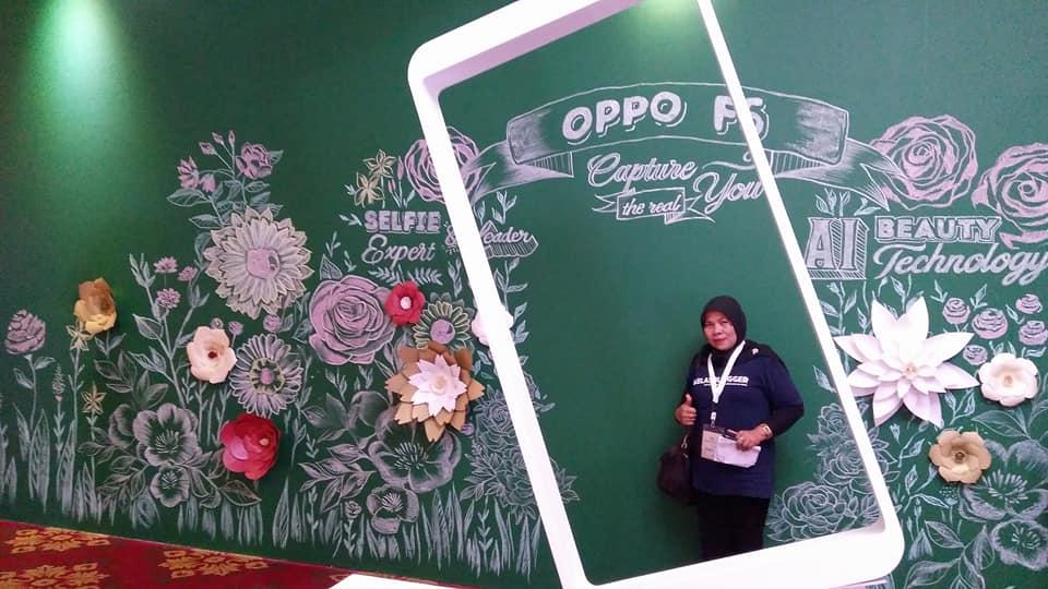 Memanfaatkan waktu untuk selfie sebelum acara launching OPPO F5 (foto dok pribadi)
