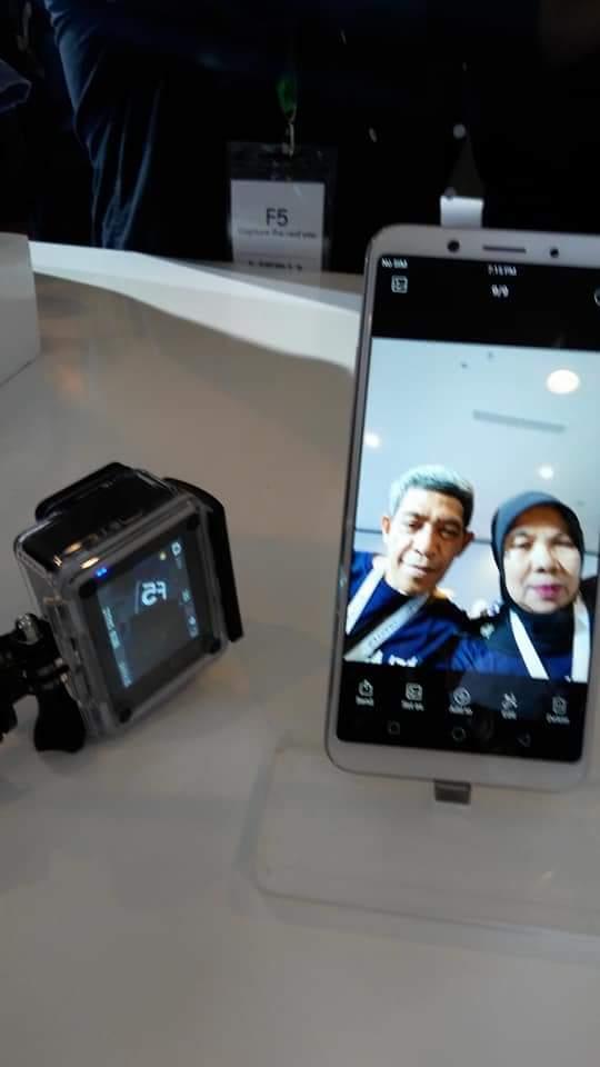 Mencoba Selfie menggunakan kamera OPPO F5 (foto dok pribadi)