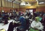 Saya duduk paling kanan, bersama peserta workshop sedang serius mengikuti paparan para narasumber (foto : Nur Terbit)