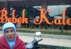 Mejeng di depan Resto Bebek Kaleyo - Grand Wisata Bekasi