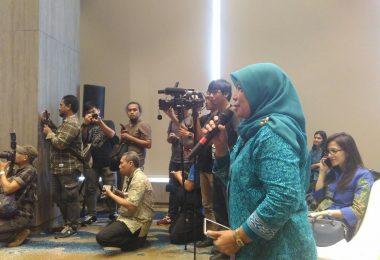 Saya ikut bertanya ke Bang Iwan Fals saat jumpa pers (foto : Syaifuddin Suyuti)