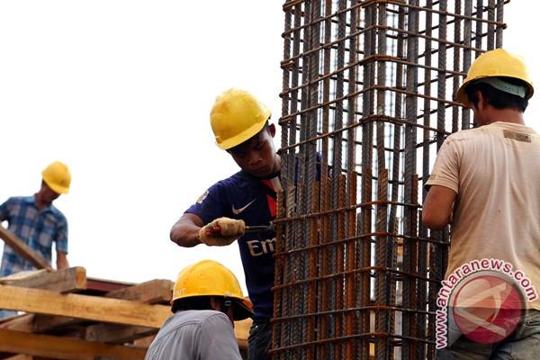 Kesibukan pekerja konstruksi (foto: Antara)