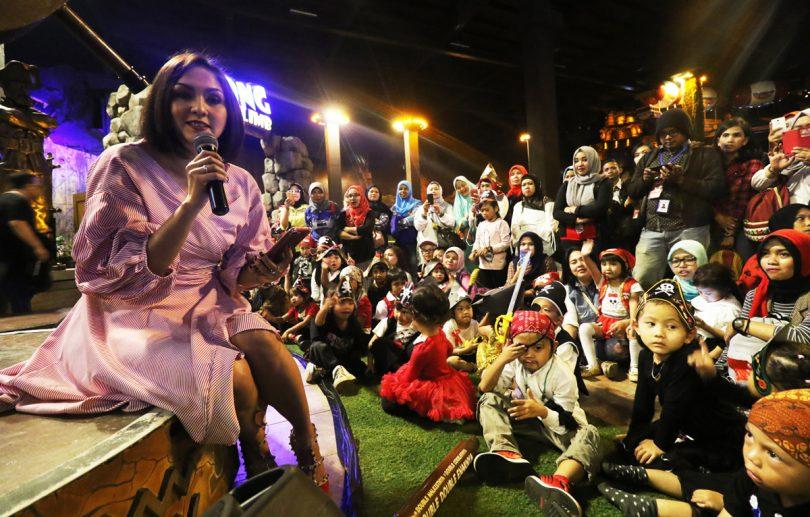 Brand Ambassador Roma, Donna Agnesia Sky Pirates di Trans Studio Bandung (foto PT Mayora)